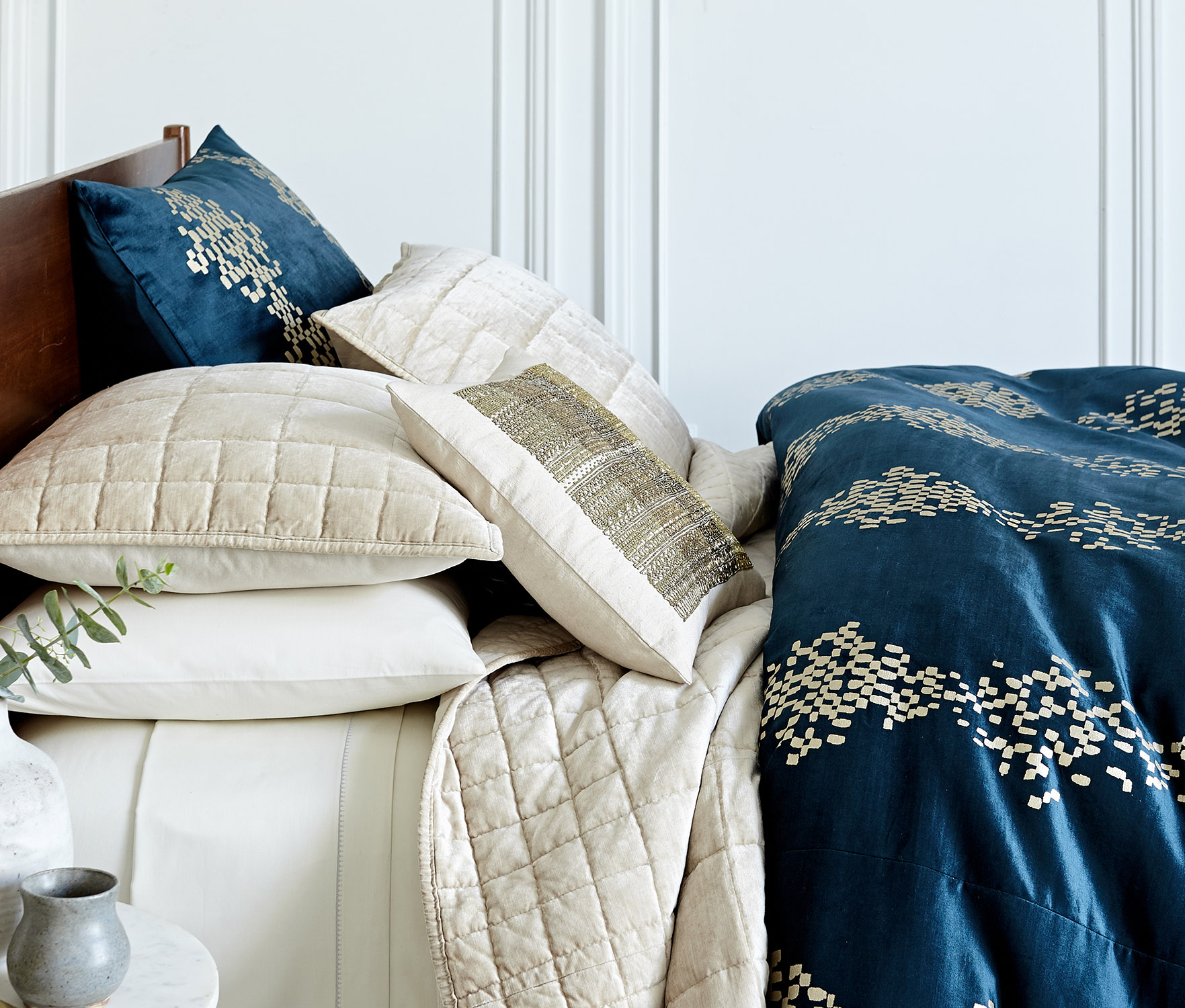 pip-bedding-collection-luster-velvet-fq-stone-trellis-regal-blue-duvet-v2-hl16-081_edited